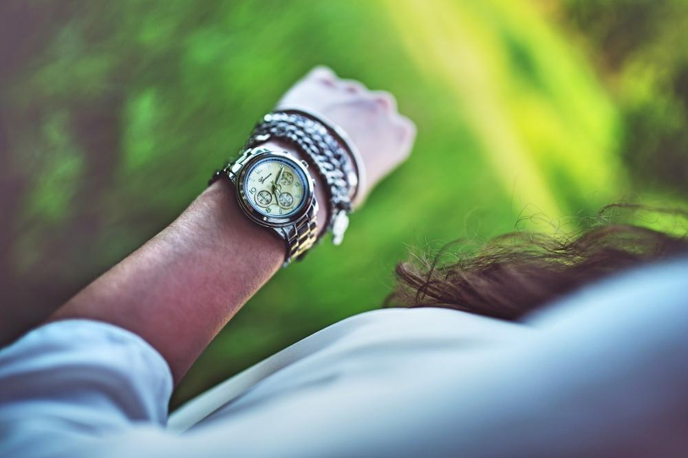 arm-woman-hand-girl_Fotor
