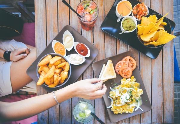 food-salad-restaurant-person_Fotor3